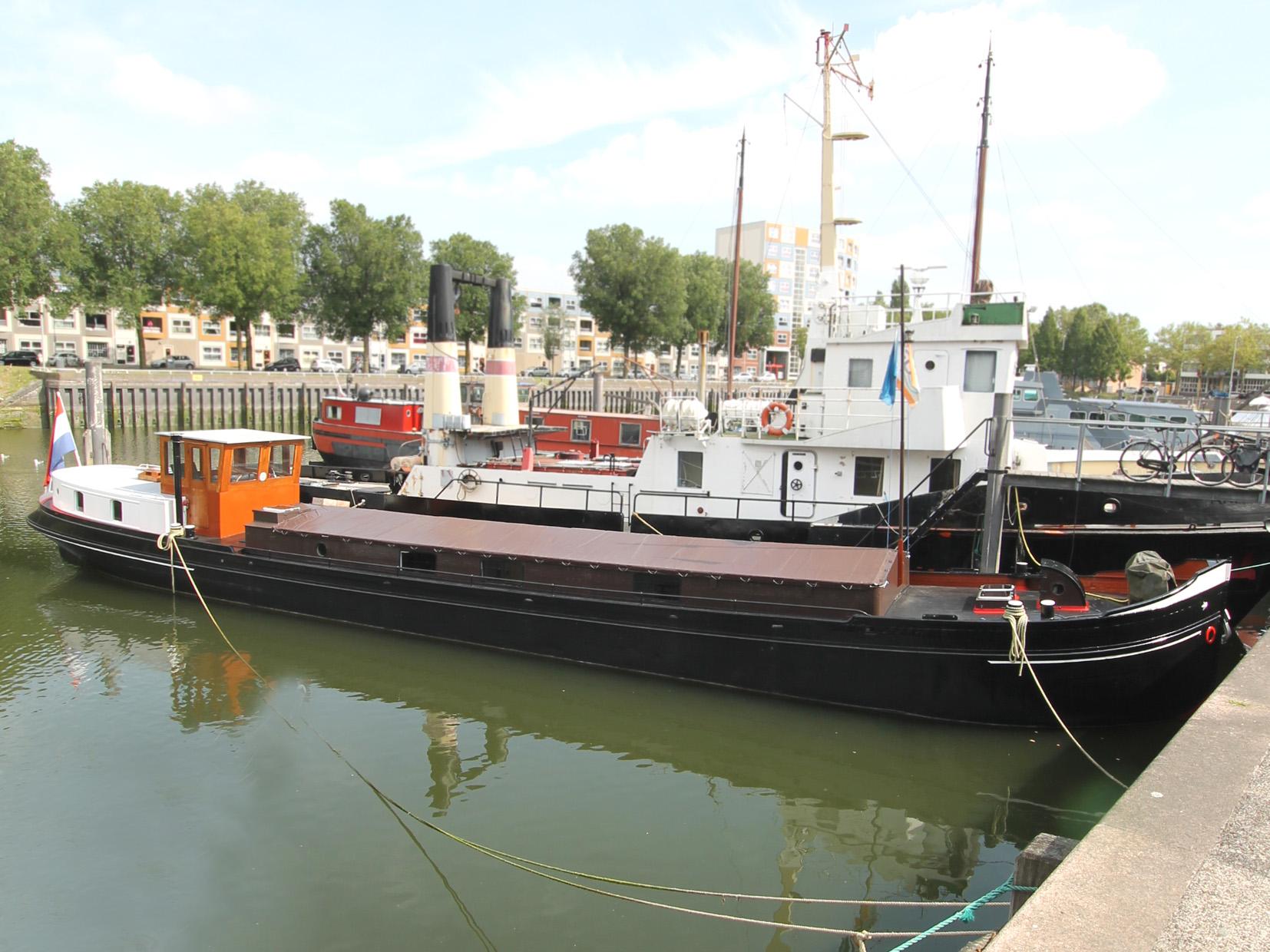 Luxe Motor te koop · Ligplaats: Rotterdam · ONDERNEMING Binnenhaven Rotterdam · ref 3148 · Scheepsmakelaardij Fikkers