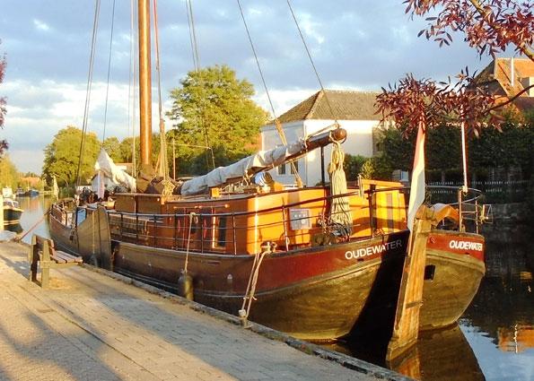 IJsselaak te koop · Ligplaats: Oudewater · Den Onthaestingh · ref 4011 · Scheepsmakelaardij Fikkers