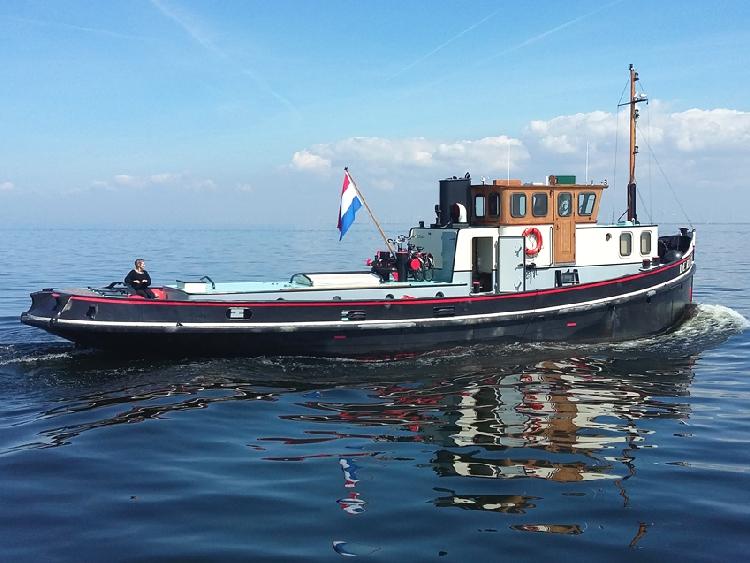 sleepboot type woonschip te koop · Ligplaats: Enkhuizen · DE RIKUS · ref 9052 · Scheepsmakelaardij Fikkers