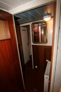 Interieur Alcyon bierhaven Rotterdam - sleepboot te koop bij Scheepsmakelaardij Fikkers - 9 / 24