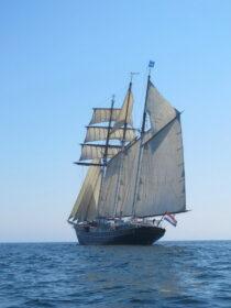 Exterieur GULDEN LEEUW - 3-mast topsail schooner te koop bij Scheepsmakelaardij Fikkers - 2 / 41