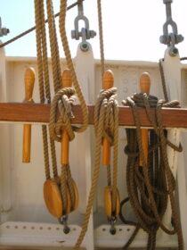 Exterieur GULDEN LEEUW - 3-mast topsail schooner te koop bij Scheepsmakelaardij Fikkers - 26 / 41