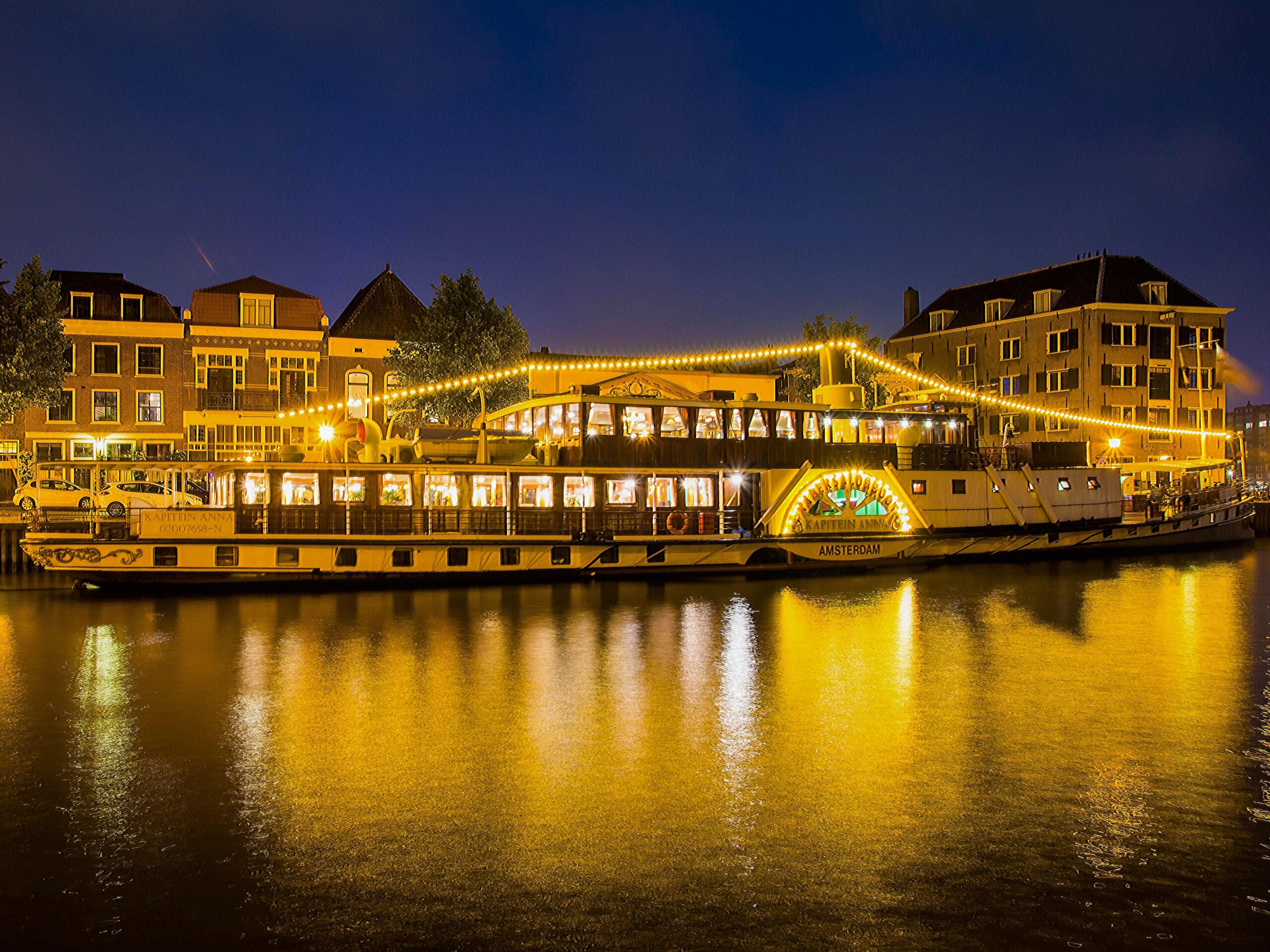 Radersalonboot  te koop · Ligplaats: aan de NDSM-pier 6 Amsterdam  · Kapitein Anna · ref 4069 · Scheepsmakelaardij Fikkers
