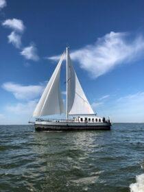 Exterieur VRIEND ex FLANDRIA XV - motorzeilschip,  ex Antwerpens waterbunkerboot  te koop bij Scheepsmakelaardij Fikkers - 25 / 27
